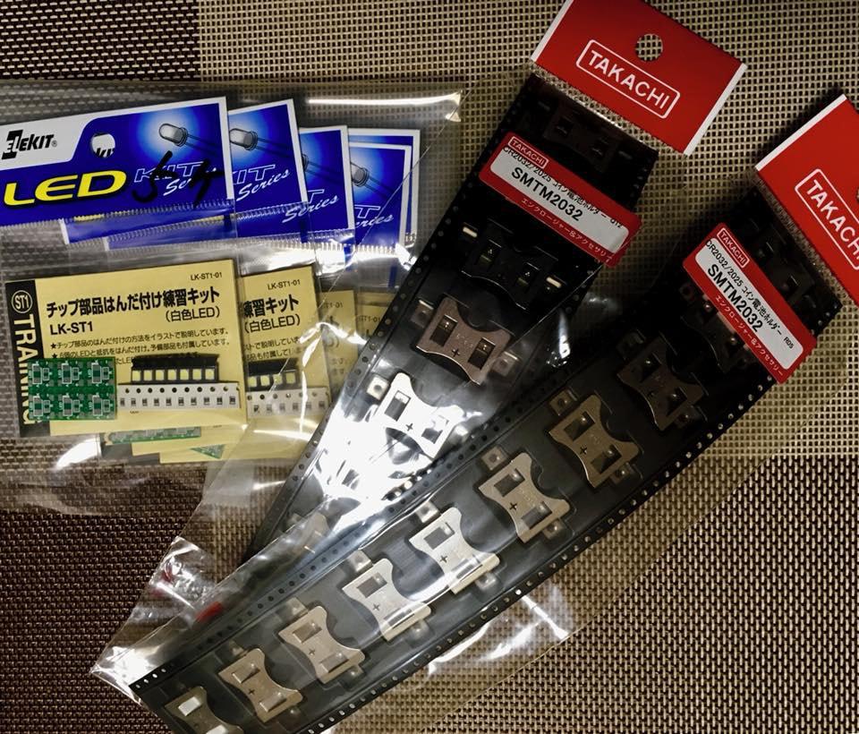 写真:電池ホルダーとチップ部品